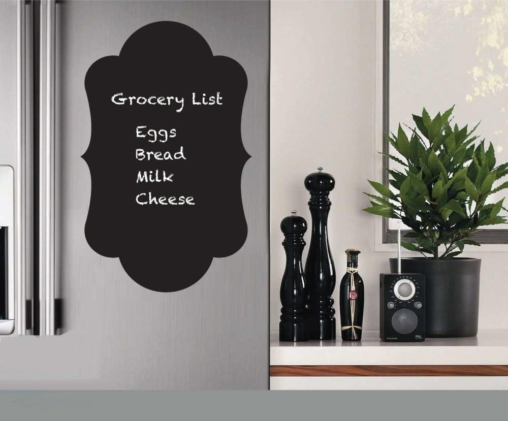 dekorasi interior dengan stiker papan tulis untuk dapur dan ruang makan
