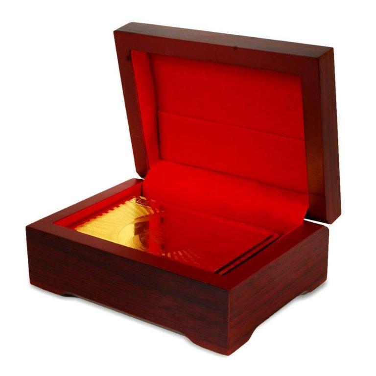Позлатено Тесте Карти за Игра в Дървена Кутийка