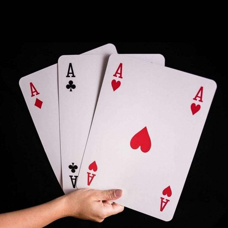 Гигантски Карти за Игра XXL в Ръка