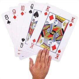 Гигантски Карти за Игра XXL Сравнени с Длан
