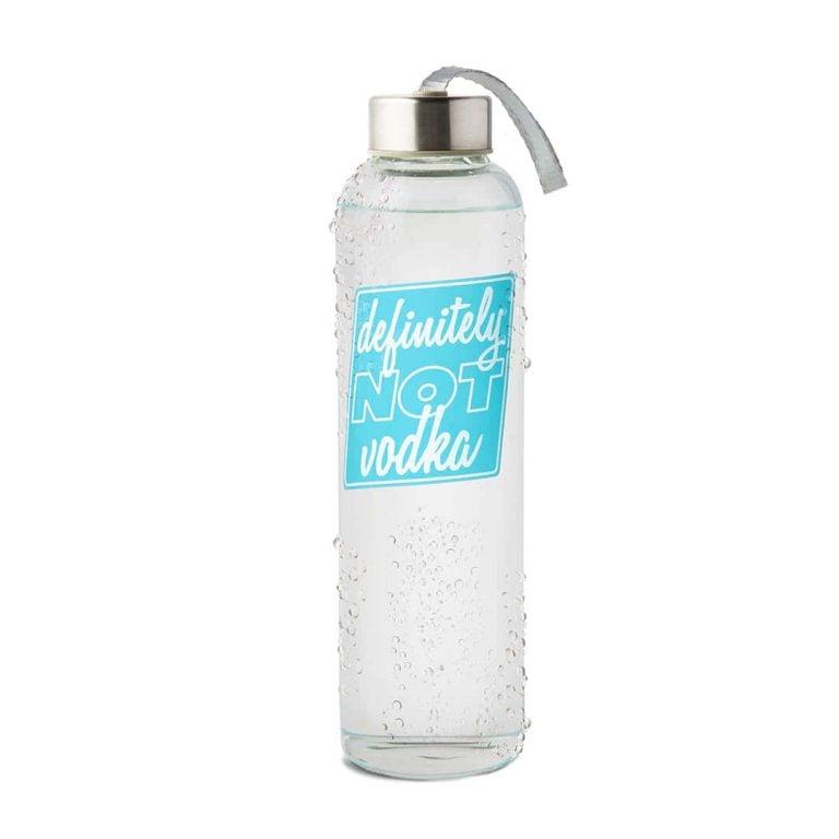 Изпотена Стъклена Бутилка за Вода - Не е Водка