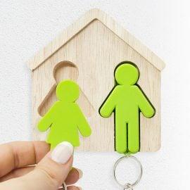 Дървена Поставка за Ключове с Ключодържатели - Мъж и Жена