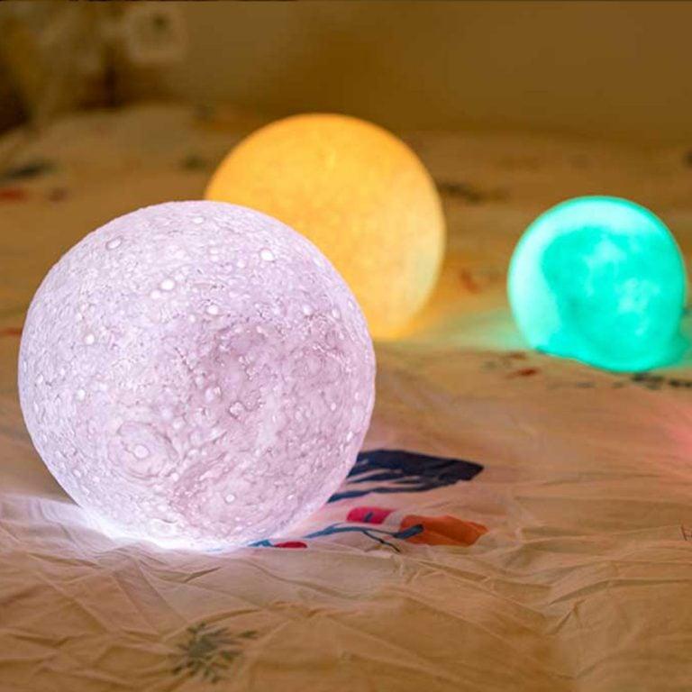 Нощна Лампа - Луна в Различни Цветове